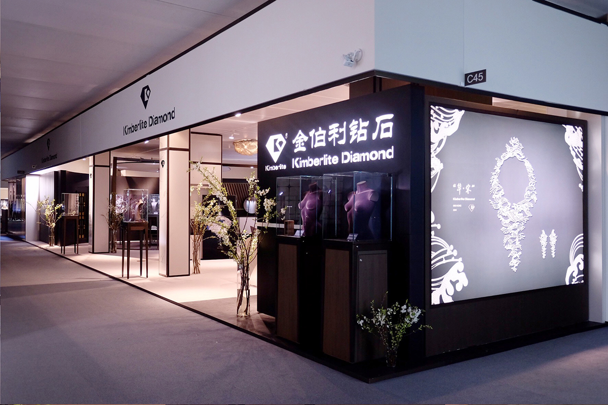 e1eb0e96d Over the last three years of shows in Basel, Kimberlite Diamond had amazed  the world with amazing Chinese style displays, and this year was no  exception.